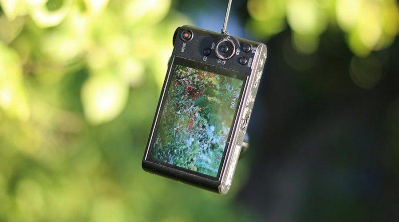 Mały aparat, czyli tzw. kompaktowy, często przydaje się gdy nie chcemy nosić ze sobą dużych aparatów z wieloma obiektywami.