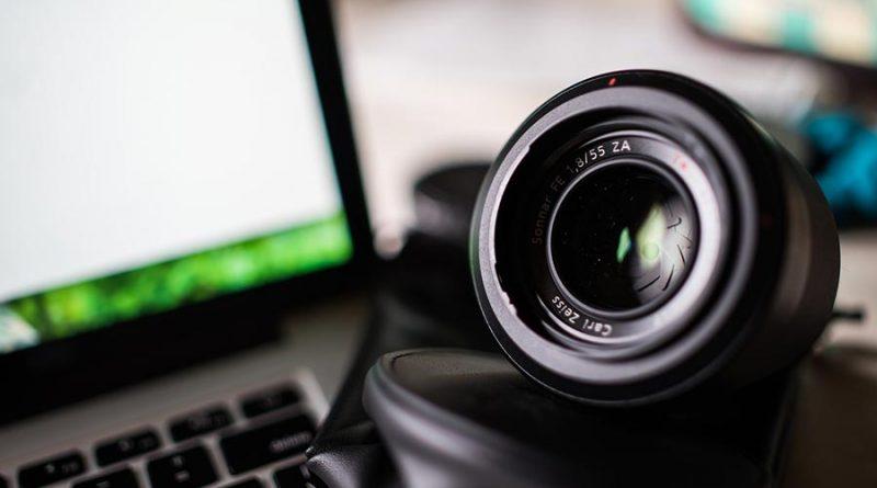 Każda z osób, które zajmują się fotografią powinny posiadać przynajmniej jeden obiektyw stałoogniskowy.